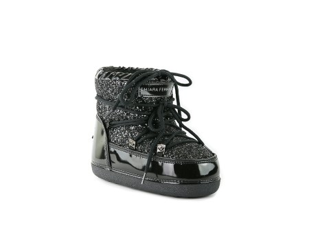 Shop CHIARA FERRAGNI Sales Shoes: Chiara Ferragni snowboot in black patent leather. Black string in a black glitter fabric. Logo Eye on the backside. Made in Italy.. CF1763 35/37-N