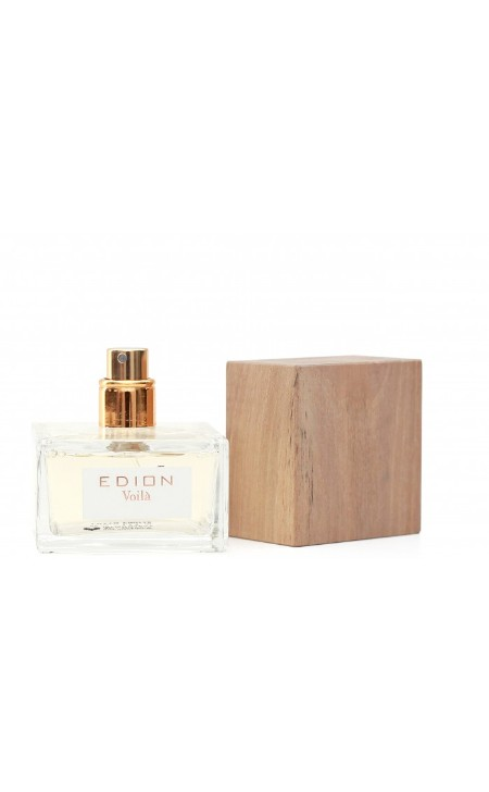 Shop EDION  Perfume: Edion eau de toilette Voilà. Caratteristiche: profumo intenso di note fresche speziate, fiorite. Fragranza di testa: Bergamotto, Bacche rosse, nota verde, Lampone. Fragranza di cuore : Gelsomino, Rosa, Mughetto, Violetta. Fragranza di fondo : Legno di cedro, Muschio bianco, Vaniglia. Bellissima bottiglia di design rifinita con tappo di noce italiana. Capacità: 50 ml. Made in Italy.  384/5000 Edion eau de toilette Voilà. Characteristics: intense aroma of fresh spicy, flowery notes. Head fragrance: Bergamot, Red berries, green note, Raspberry. Heart fragrance: jasmine, rose, lily of the valley, violet. Base fragrance: Cedar wood, White musk, Vanilla. Beautiful design bottle finished with Italian walnut cork. Capacity: 50 ml. Made in Italy.. VOLIA-ML50