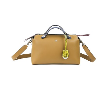 Shop FENDI  Borsa: Borsa Fendi By the way in pelle marrone. Chiusura con zip con inserto pitone violetto. Manici in pitone azzurro. Ciondolo in pitone giallo. Tracolla rimovibile e regolabile in pelle marrone. Finiture color argento. Misure: larghezza: 27cm; altezza: 15cm; profondità: 13cm. Made in Italy.. 8BL12480LBY THE WAY-F08L3