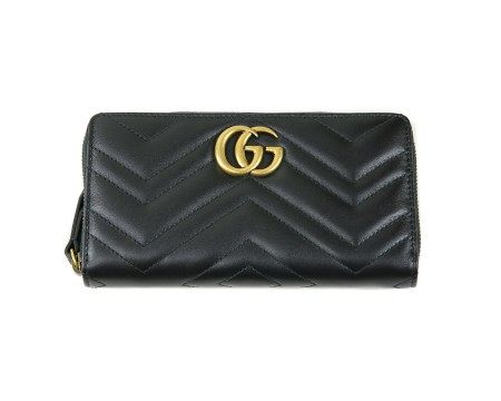 Shop GUCCI  Wallet: Gucci GG marmont apollo black leather wallet. Chevron pattern with heart on the backside. GG golden logo. Closing with zip. Interior pocket for coins with zip. Three compartments for cash and twelve for credit cards and documents. Size: width: 19,5cm; height: 10,5; depth: 3cm. Made in Italy.. 443123DRW1T-1000