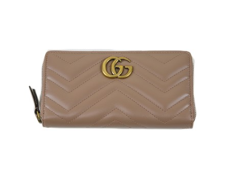 Shop GUCCI  Wallet: Gucci GG marmont apollo pink leather wallet. Chevron pattern with heart on the backside. GG golden logo. Closing with zip. Interior pocket for coins with zip. Three compartments for cash and twelve for credit cards and documents. Size: width: 19,5cm; height: 10,5; depth: 3cm. Made in Italy.. 443123DRW1T-5729