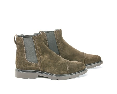 Shop HOGAN Saldi Scarpe: Hogan Route H304 in suede marrone. Inserti laterali in elastico. Impunture a vista. Suola nera. Made in Italy.. HXM3040W330HG0-S807