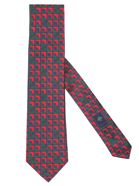 Shop GUCCI  Tie: Gucci green and red silk tie with three-dimensional G pattern. Dimensions: Width 8 cm Length 147 cm. Composition: 100% silk. Made in Italy.. 520918 4B002-3174