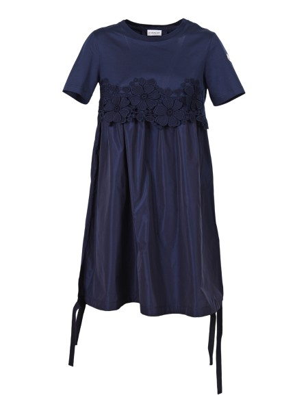 Shop MONCLER  Dress: Moncler blue crew-neck dress. Upper front and back and sleeves in cotton jersey. Lower front and back in taffeta. On the front, floral macramé motif. Bottom with drawstring in grosgrain. Felt logo on the left sleeve. Composition: 100% Cotton.. 85596 00 8390X-778