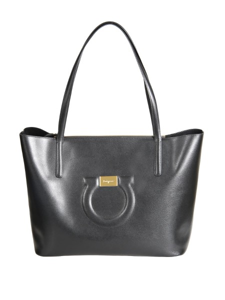 Shop SALVATORE FERRAGAMO  Bag: Salvatore Ferragamo tote bag in black leather. Double handle. Zip closure. Gancini detail with golden plate in relief. Removable inner bag. Composition: 100% calfskin. Dimensions: Height 29 cm Length 35 cm Depth 15 cm. Made in Italy.. 21H019 CITY TOTE -001691319