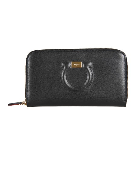 Shop SALVATORE FERRAGAMO  Wallet: Salvatore Ferragamo wallet with zip closure. Decorated with the iconic Gancini ornament covered in leather. Inside it presents numerous compartments for credit cards, banknotes or documents. Composition: 100% calfskin Dimensions: Height 11 cm Length 20 cm. Made in Italy.. 22C843 026-015683623