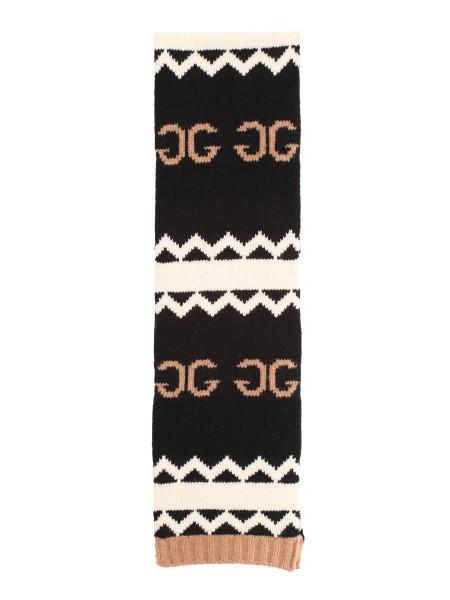 Shop GUCCI Sciarpa  Gucci Sciarpa in lana con GG speculare combinato a un  motivo a ... c2bf4b426a5c